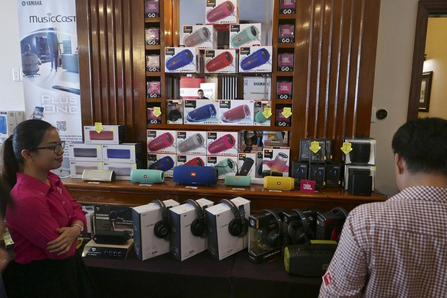 """Nhiều thiết bị âm thanh """"khủng"""" khoe tài tại AV Show 2016 ảnh 7"""