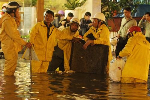 Mưa lớn nhất từ đầu năm, người Sài Gòn lần đầu gặp… lũ ảnh 12