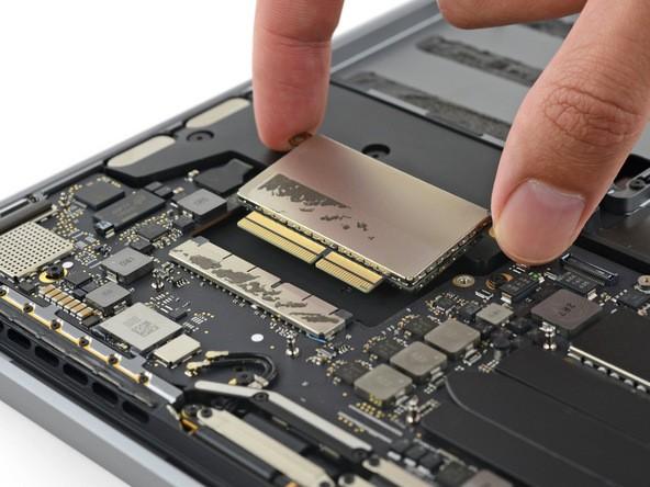 """Cận cảnh: """"Mổ bụng"""" Macbook Pro 13-inch 2016 ảnh 11"""