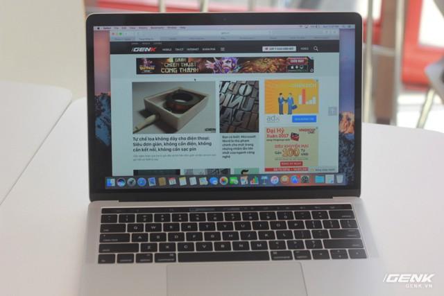 Cận cảnh MacBook Pro 13-inch phiên bản có Touch Bar đầu tiên tại Việt Nam: Rất nhẹ, dải cảm ứng hữu dụng ảnh 18