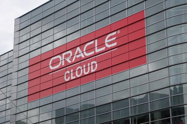 """Sau vụ DDoS, Dyn chính thức """"bán mình"""" cho gã khổng lồ Oracle ảnh 2"""
