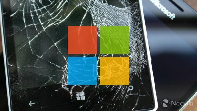 """CEO Microsoft: """"Chúng tôi sẽ không từ bỏ smartphone và sẽ tạo ra thiết bị tối thượng"""" ảnh 1"""