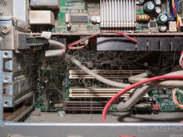 Những bộ máy tính bẩn đến mức thợ sửa nhìn vào phải phát khóc ảnh 8