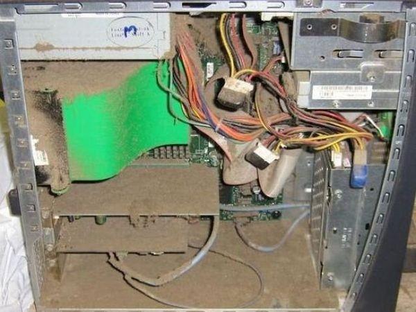 Những bộ máy tính bẩn đến mức thợ sửa nhìn vào phải phát khóc ảnh 9