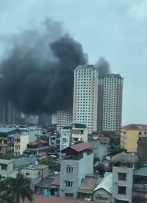 Hà Nội: Cháy lớn tại bể bơi lọt giữa 3 tòa chung cư Xa La ảnh 3