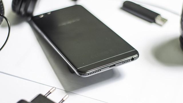 Top các smartphone có màu sắc được ưa chuộng dịp cuối năm ảnh 4