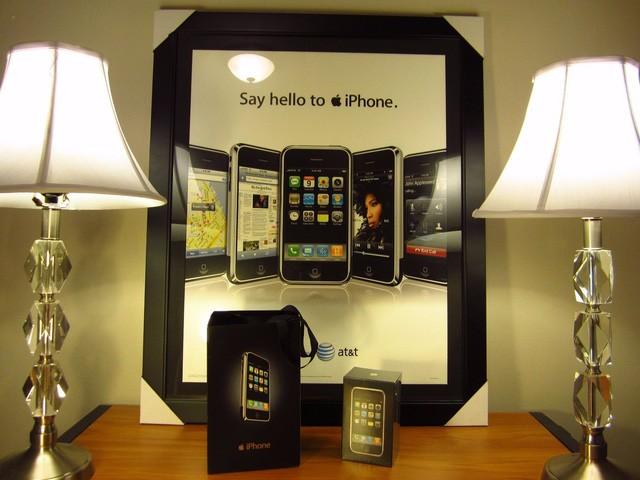 Xuất hiện iPhone đời đầu, còn nguyên seal được bán với giá 22.000 USD ảnh 2