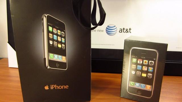 Xuất hiện iPhone đời đầu, còn nguyên seal được bán với giá 22.000 USD ảnh 4