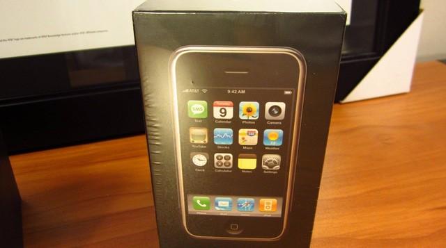 Xuất hiện iPhone đời đầu, còn nguyên seal được bán với giá 22.000 USD ảnh 6