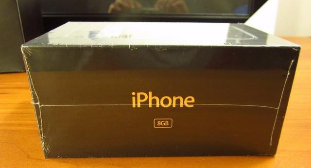 Xuất hiện iPhone đời đầu, còn nguyên seal được bán với giá 22.000 USD ảnh 7