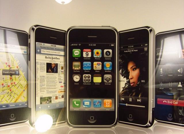 Xuất hiện iPhone đời đầu, còn nguyên seal được bán với giá 22.000 USD ảnh 3