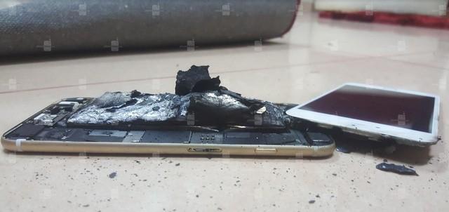 Lại xuất hiện trường hợp iPhone 6s bị nổ trong khi đang sạc pin ảnh 3