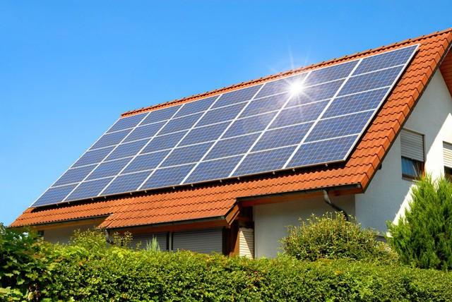 Lần đầu tiên điện mặt trời trở thành nguồn năng lượng rẻ nhất thế giới ảnh 2