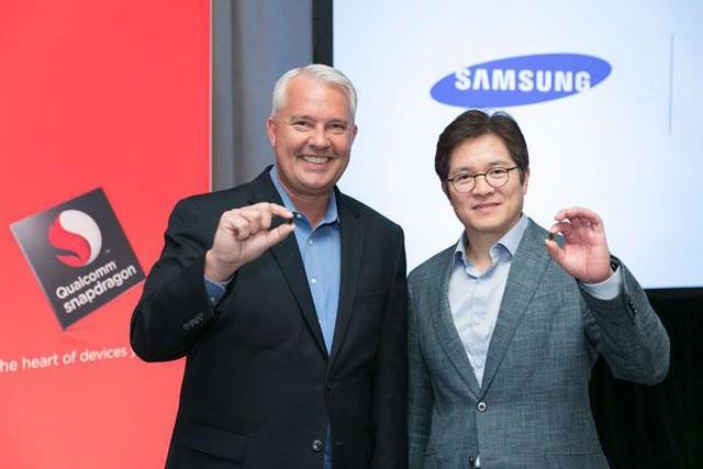 """Galaxy S8 """"lộ diện"""" hoàn toàn: Màn hình 5.8 và 6.2 inch, cảm biến vân tay ở mặt lưng ảnh 2"""