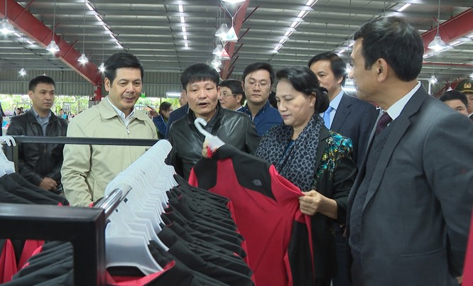 Chủ tịch Quốc hội thăm một số doanh nghiệp tại Thái Bình ảnh 1