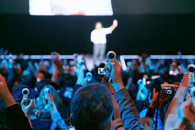 Điểm danh những tín đồ công nghệ chờ đợi Galaxy S8 ảnh 2