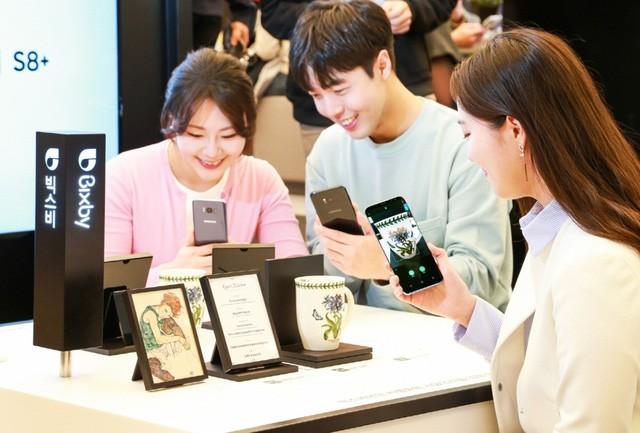 Điểm danh những tín đồ công nghệ chờ đợi Galaxy S8 ảnh 3