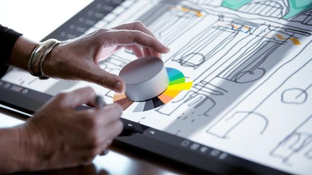 Màn kết hợp kỳ ảo giữa bút cảm ứng và ngón cái trên màn hình cảm ứng tablet Windows ảnh 1