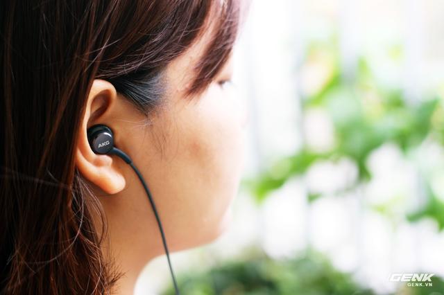 """Tai nghe AKG bóc máy Samsung Galaxy S8: build tốt, chất hay, """"đá bay"""" earpods! ảnh 12"""