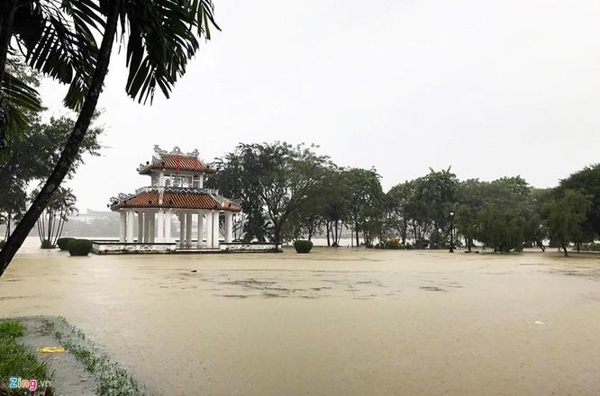 Thành phố Huế ngập sâu trong nước. Ảnh: Zing
