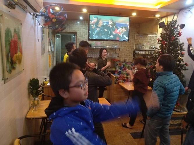 Cảm xúc bùng nổ trong trận đấu hay nhất của bóng đá Việt Nam ảnh 1