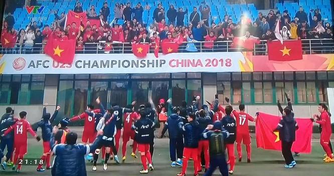 Cảm xúc bùng nổ trong trận đấu hay nhất của bóng đá Việt Nam ảnh 2
