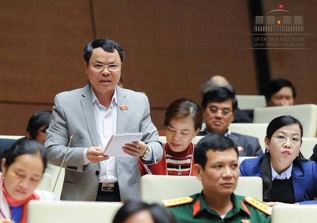 """Vụ chạy thận ở BV Hòa Bình: ĐB QH đề nghị """"nói thêm"""", Bộ trưởng Tiến im lặng"""