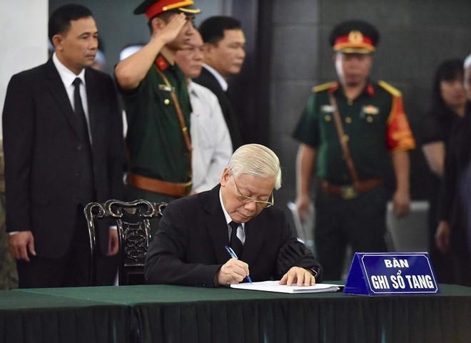 Lãnh đạo Đảng, Nhà nước viếng cố Tổng Bí thư Đỗ Mười ảnh 1
