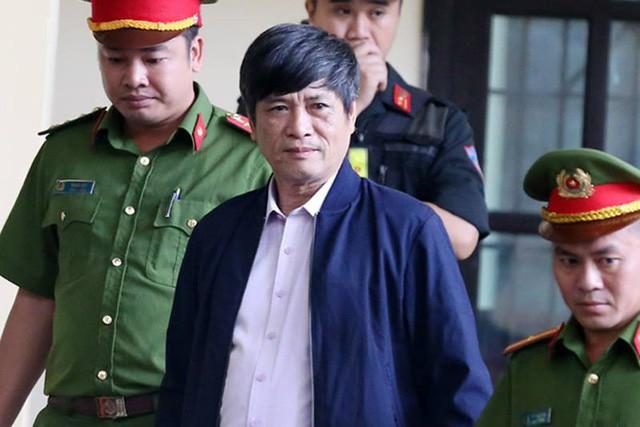 12/11: Tòa xét xử vụ án Phan Văn Vĩnh và đồng phạm về tôi đánh bạc trên mạng internet ảnh 2
