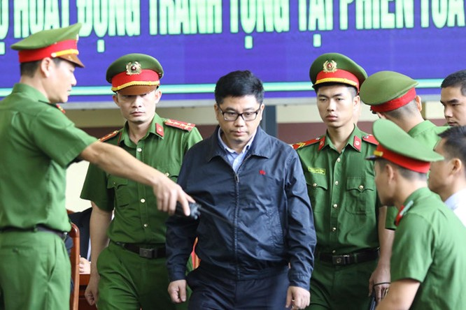 12/11: Tòa xét xử vụ án Phan Văn Vĩnh và đồng phạm về tôi đánh bạc trên mạng internet ảnh 5