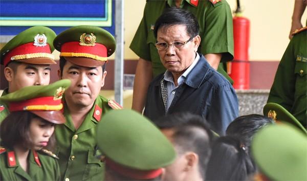 12/11: Tòa xét xử vụ án Phan Văn Vĩnh và đồng phạm về tôi đánh bạc trên mạng internet ảnh 3
