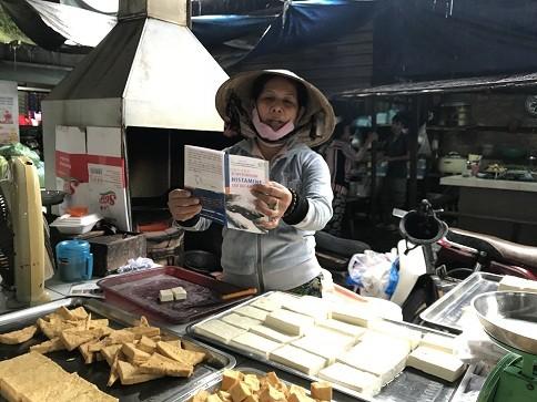 Tổ chức truyền thông cơ động về an toàn thực phẩm tại Nha Trang ảnh 1