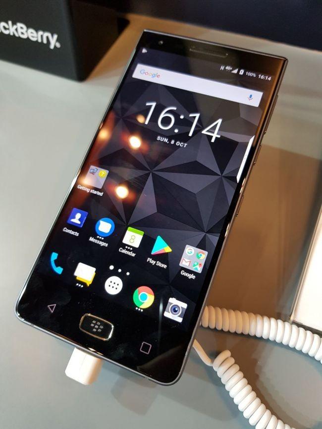 TCL (BlackBerry) công bố mẫu điện thoại thông minh mới nhất BlackBerry Motion ảnh 2