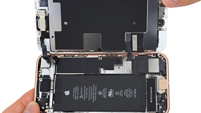 Không có bất kỳ khoảng không gian dư thừa nào bên trong iPhone 8. Nguồn: BestMobileDestination