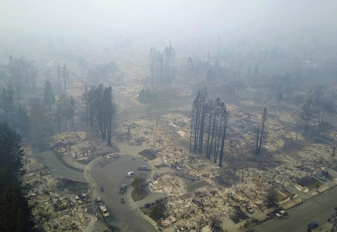 Khu dân cư bị tàn phá ở Santa Rosa