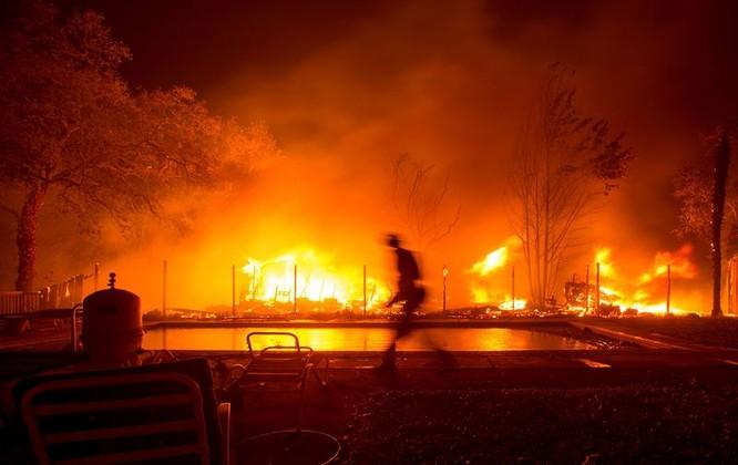 Hình ảnh của vụ cháy rừng tại Bắc California vào Chủ Nhật(08/10). Nguồn: BloomBerg