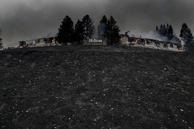 Những gì còn lại của khách sạn Hilton ở Santa Rosa sau khi cháy nguyên ngày 9/10. Nguồn: BloomBerg