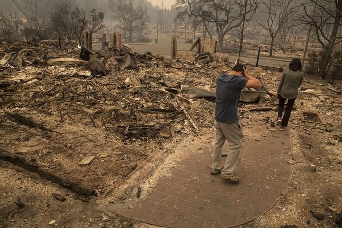 Ngọn lửa đã thiêu rụi khu dân cư tại làng Fountaingrove. Nguồn: BloomBerg.