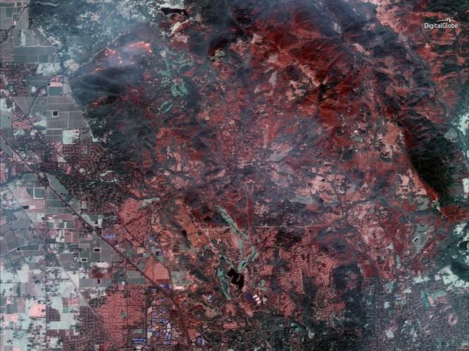 Thảm họa cháy rừng ở California nhìn từ vệ tinh ảnh 7
