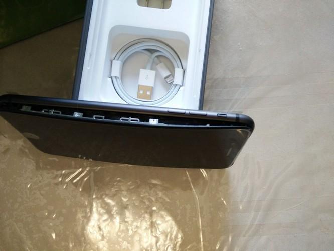 Ngay sau khi ra mắt, iPhone 8/8S đã gặp sự cố phồng tin nghiêm trọng. Nguồn: Mashable