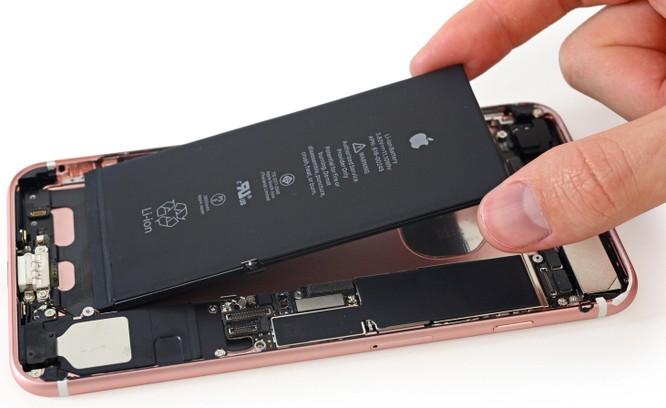 Thay thế pin là giải pháp duy nhất để tắt tính năng làm chậm của Apple ở thời điểm hiện nay. Nguồn: iFixIt