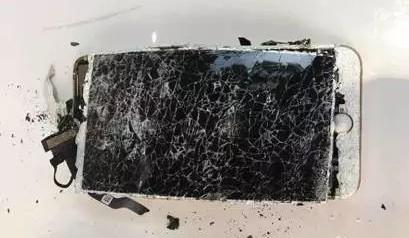 iPhone 7 Plus cháy rụi sau khi bị rơi ảnh 2