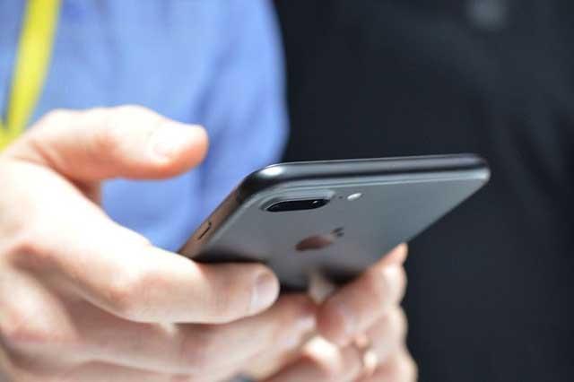 Samsung Galaxy S8 và iPhone 8: Smartphone nào hấp dẫn hơn? ảnh 3