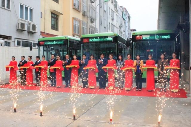 Chủ tịch Hà Nội mong người dân thông cảm về buýt nhanh BRT ảnh 1