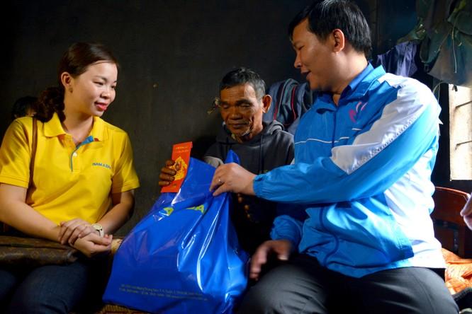 Nam A Bank chuẩn bị mâm cơm Tết cùng bà con nghèo miền Trung ảnh 1