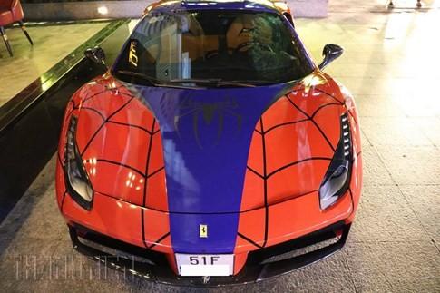 Siêu xe Ferrari phong cách Người Nhện xuất hiện trên phố Sài Gòn ảnh 1