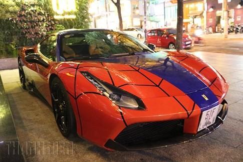 Siêu xe Ferrari phong cách Người Nhện xuất hiện trên phố Sài Gòn ảnh 4