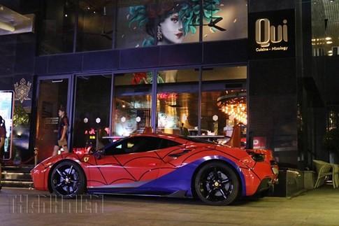 Siêu xe Ferrari phong cách Người Nhện xuất hiện trên phố Sài Gòn ảnh 2