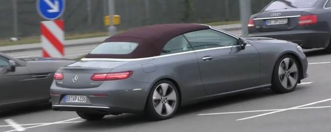 Mercedes-Benz E-Class Cabriolet bản sản xuất lộ diện trên phố ảnh 2