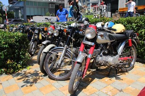 Hàng trăm xe máy cổ hội tụ tại Sài Gòn ảnh 1